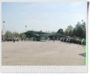 Военно-транспортный самолёт Ли-2 (СССР). Применялся в частях ВВС СССР, затем после передачи в ГВФ использовался на воздушных линиях «Аэрофлота». После ...