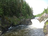 водопад Кивач расположен на реке Суне, крупнейший равнинный водопад