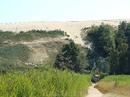 """Куршская коса. Нида. Как утверждает плакат, стоящий близ этой огромной природной коллекции песчинок, дюны не выносят нагрузки и """"плачут"""" песочными морями ..."""