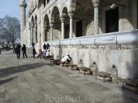 место для омывания ног в мечети Сулейманиё
