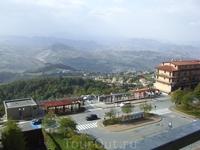 такой вид на Сан -Марино обычно открывается обычному русскому туристу, которого привезли сюда на экскурсию продолжительностью 2 (!) часа.