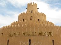 Музей - дворец правящего шейха. Семья его жила здесь в 70-е годы. Он в то время был просто эмиром города Аль-Айн (мэром то есть), а правил страной его старший брат.