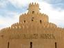 Музей - дворец правящего шейха. Семья его жила здесь в 70-е годы. Он в то время был просто эмиром города Аль-Айн (мэром то есть), а правил страной его ...