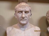 Красавец-римлянин.