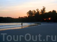 На острове Ко Куд, как видите, народу нет, можно наслаждаться тишиной и спокойствием :)