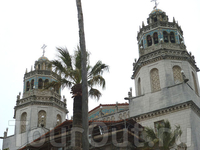 Замок Херста-основателя и владельца Голливуда