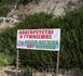 """Плакат на самом дальнем пляже, в обозримых окрестностях ни деревушки, ни отеля, но тем не менее """"Купаться обнаженными запрещено"""""""