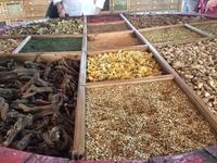 В состав бальзама входит огромное количество трав и специй (около 40), растущих в Венгрии, а также доставляемых из-за границы. Никто не знает, какие ингредиенты ...