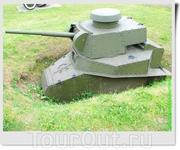 Малый танк сопровождения пехоты МС-1 (Т-18) (СССР). Списанные танки использовались как неподвижные огневые точки в битве за Москву в 1941 году.