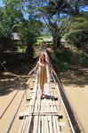 Подвесной мост через реку