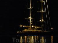 Яхта на рейде в Emborio