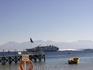Ежедневно 2 раза в день из порта выплывал большой паром, который плыл в Иорданию, после него поднимались волны и народ бросался в воду, чтобы покачаться ...
