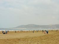 Пляжный футбол... по дороге к океану стоит опасаться мяча