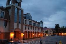"""Городок Сигнаги, полностью отреставрированный по программе """"Новая жизнь старому городу"""""""