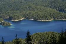 по дороге вверх - альпийское море, море потому что в озере вода соленая.