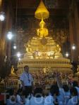 Школьницы на экскурсии в Ват По (он же Храм лежащего Будды)