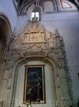 Разнообразие в строгий облик церкви вносят капеллы, украшенные каменной резьбой и картинами. Капелла Коллегии San Gregorio. Автор резного украшения - Simón ...