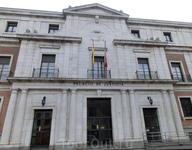 Palacio de Justicia (Дворец правосудия) находится на площади Святого Павла в начале улицы de las Angustias. Самое  современное здание комплекса площади ...