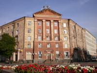 Здание на вокзальной площади Выборга