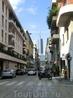 Еще миланская улица, впереди проглядывают бизнес-центры.