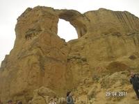 Гора - Кольцо; собственно Кольцо.Породы песчаник, в результате выветривания образуются полные или неполные отверстия; по легенде- дыра пробита стрелой пастуха на конкурсе женихов