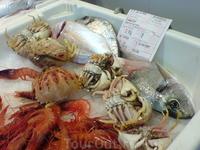 Небольшой рыбный рынок.