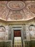 Несколько небольших комнат также расписаны мифологическими картинами.