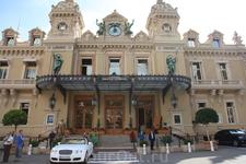 Старейшее казино Европы, куча известнейших классиков русской литературы и поэзии просаживали здесь свое состояние - Монте Карло.