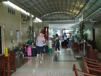 частный аэропорт в Маниле.  На частные самолеты, которые отправляются на Палаван возможно пронести 5 кг бесплатно, за каждый послед кг - бешенная доплата ...