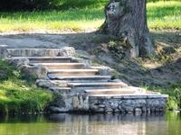 Мне очень понравилась эта лесенка у озера возле Китайского дворца