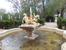 Кроме больших фонтанов в парке много фонтанов поменьше, ну и персонажи мифологические помельче - нимфы, нереиды или амурчики.