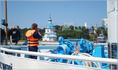 с борта туристического теплохода открывается прекрасный вид на достопримечательности города Чебоксары
