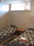 """Всего 6 или 7 номеров. Уже не помню.  Есть номер """"Нoneymoon"""" ))) с большой кроватью и голубеньким покрывалом с рюшками."""