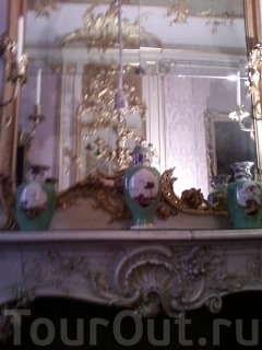 настолько все пышно,золото,зеркала,вазы...
