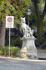 Неаутентичная Римская волчица у входа в парк Боболи.