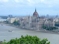 Вид на парламент