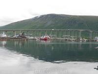 Центральная часть города расположена на большом острове. С остальной частью она соединена длинным и узким мостом.