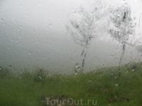 Ливень. Погода на Байкале портится моментально. 10 мин. назад было солнце
