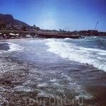 Пляж - маленький и малолюдный. Мечта мизантропа:)