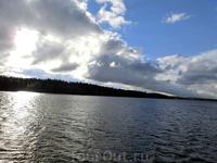 Издалека долго Течет река Волга, Течет река Волга, Конца и края нет.