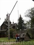 В музее деревянного зодчества Витославлицы. Колодец у  церкви Успения.