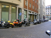 Мотоциклы везде.