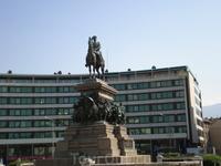София, главная площадь Болгарии —— памятник Александру II —— «Царя-Освободителя», как его называют болгары. Этот памятник считается одной из лучших работ ...