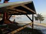 На озере любой может воспользоваться крытыми навесами на случай снега или дождя. И прилагающимися к ним лавочками и столами :-)))