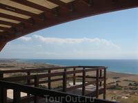 вид на море с амфитеатра Курион. Это фото сделано в тот же день, что и предыдущее - вот такое переменчивое море на Кипре ;)