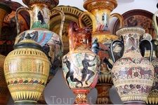 На каждом керамическом изделии изображена какая-то история...