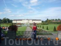Я и моя доченька на фоне Людвигсбургского дворца.