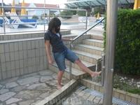 моем ножки после пляжа ))
