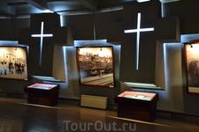 Цицернакаберд, памятник жертвам геноцида армян  В музее есть стена,на которой размещены фотографии людей,пережившие   геноцид.Пробирает до слез