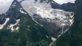 Ледник и водопад.